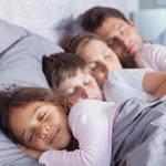 Kontaktní rodičovství a spánek dětí